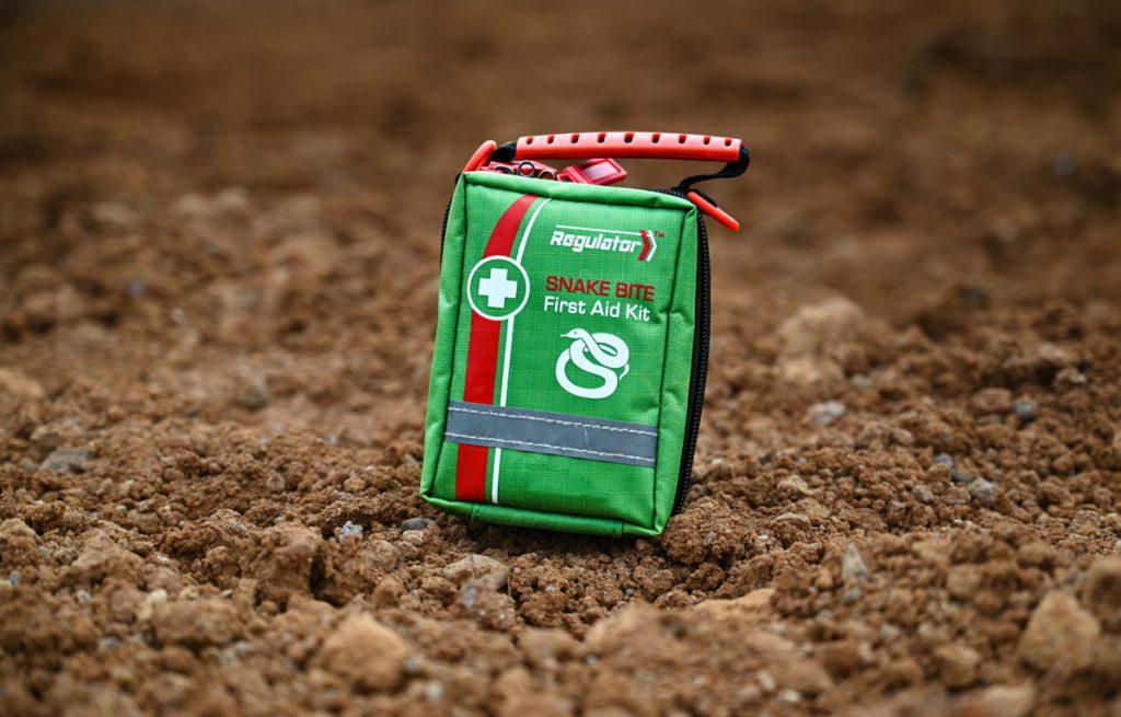 snake-kit-in-dirt